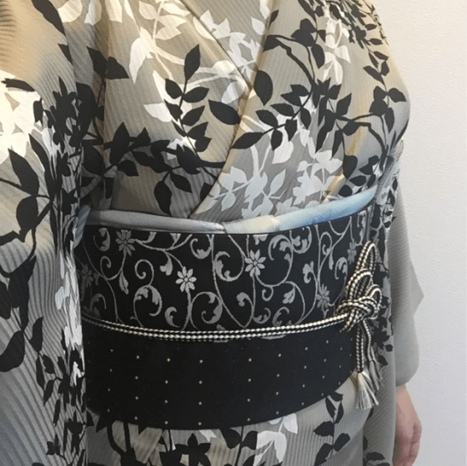 Kimono小夏はアンティーク着物「ゆめや」でレンタルした着物の着付けをしてくれる