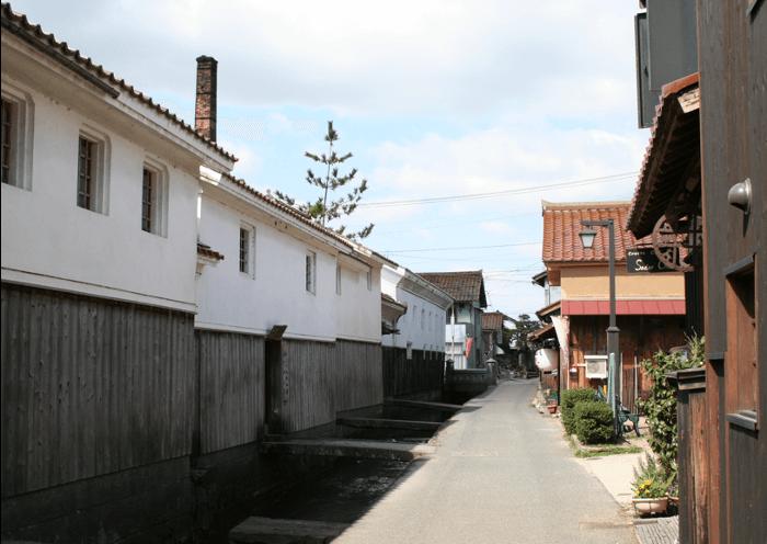 「倉吉絣」の着物で風情ある町並みを散策